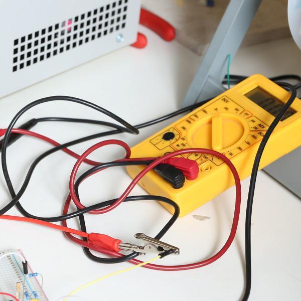 Urządzenie dopomiarów elektrycznych